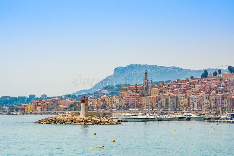 Stad van Menton, gelegen aan Franse Riviera, op de grens met Italië stock foto