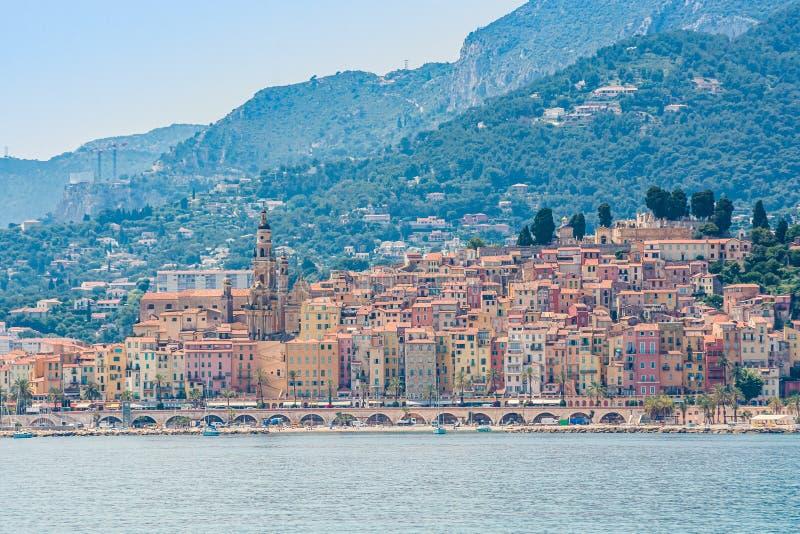 Stad van Menton, gelegen aan Franse Riviera, op de grens met Italië royalty-vrije stock foto
