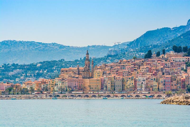Stad van Menton, gelegen aan Franse Riviera, op de grens met Italië royalty-vrije stock fotografie