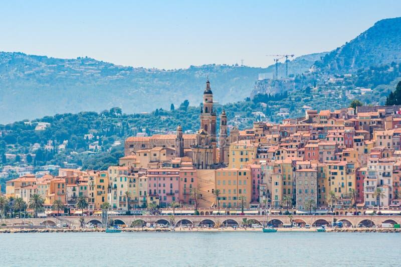 Stad van Menton, gelegen aan Franse Riviera, op de grens met Italië stock fotografie