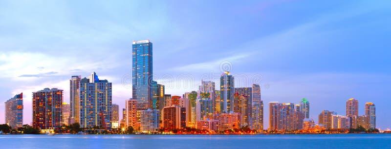 Stad van Miami Florida, kleurrijk zonsondergangpanorama royalty-vrije stock afbeeldingen