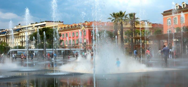 Stad van Nice - Mooie fontein stock afbeeldingen
