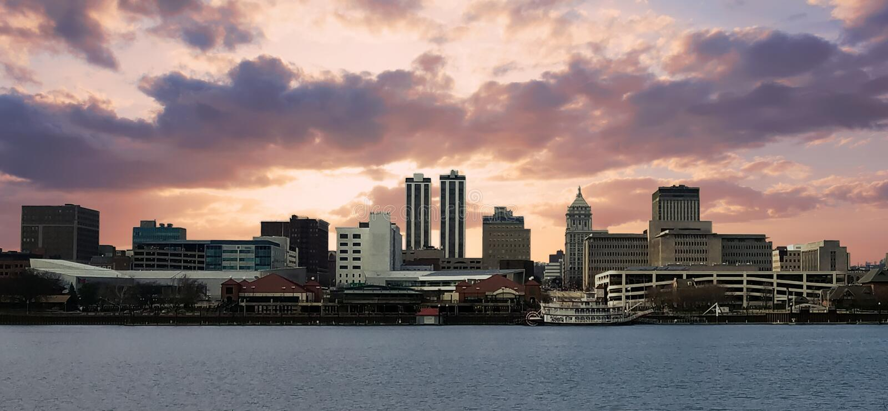 Stad van Peoria op een bewolkte avond royalty-vrije stock foto's