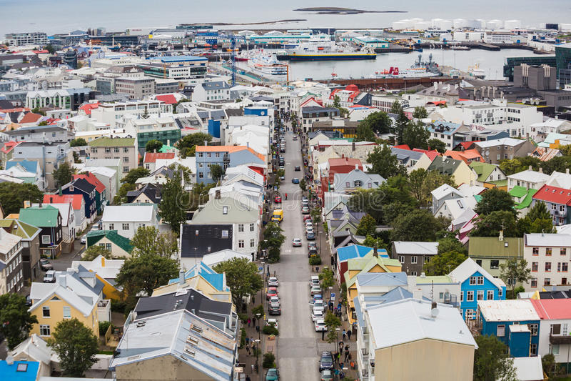 Stad van Reykjavik vanaf de bovenkant royalty-vrije stock afbeeldingen