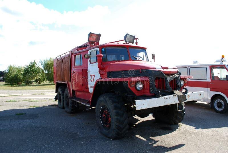 Stad van Togliatti Technisch museum van K G sakharov Een tentoongesteld voorwerp van het museum de brandvrachtwagen op basis van  royalty-vrije stock afbeelding