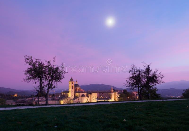 Stad van Urbino in Italië bij Nacht stock foto's