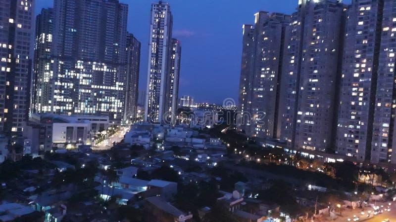 Stad vid natt arkivbilder
