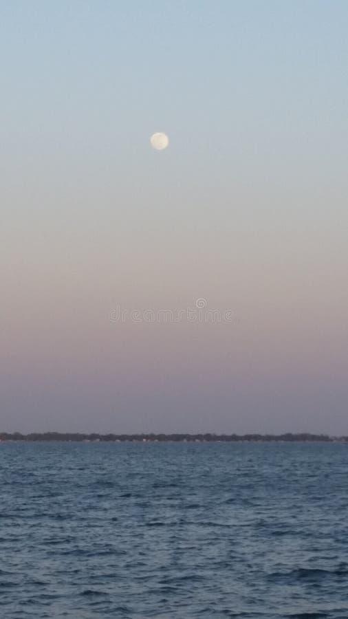 Stad vid sjön fotografering för bildbyråer