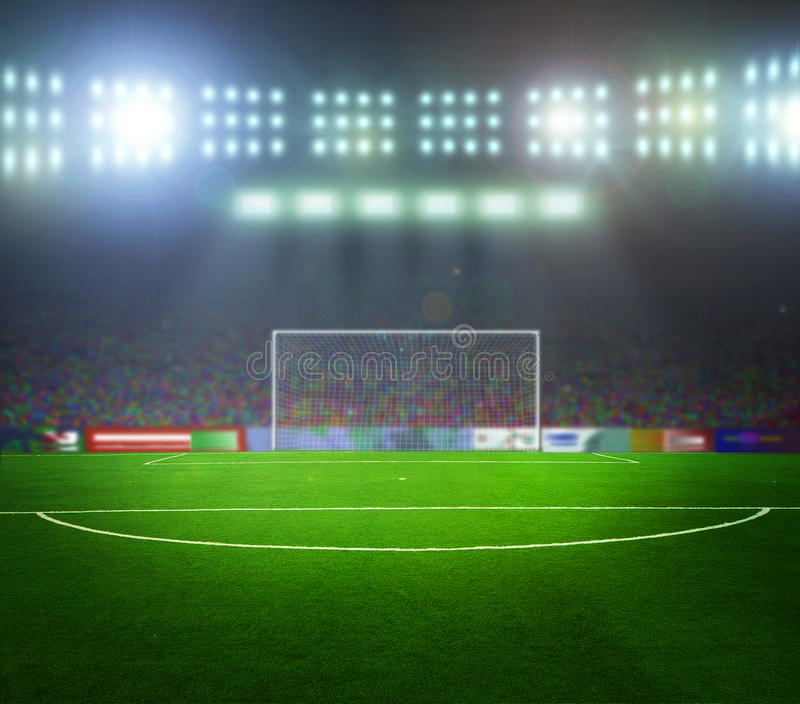 Stade avant le match. Nuit, illuminée photographie stock libre de droits