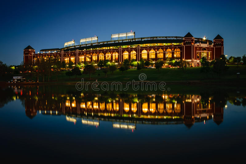 Stade de base-ball reflété images stock