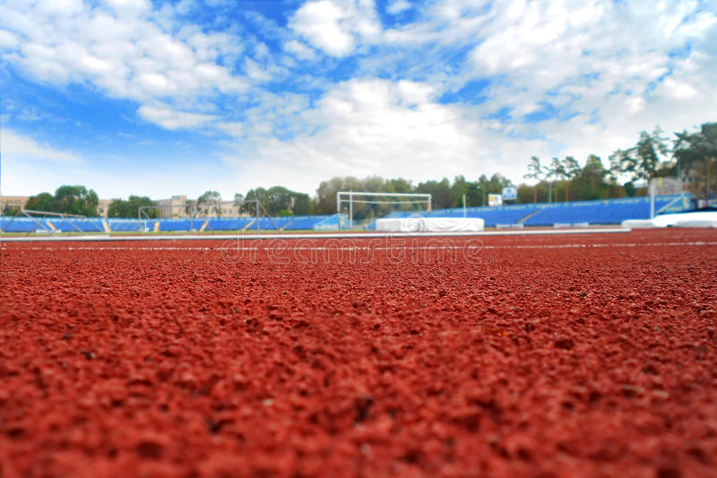 Stade et le ciel bleu photo libre de droits
