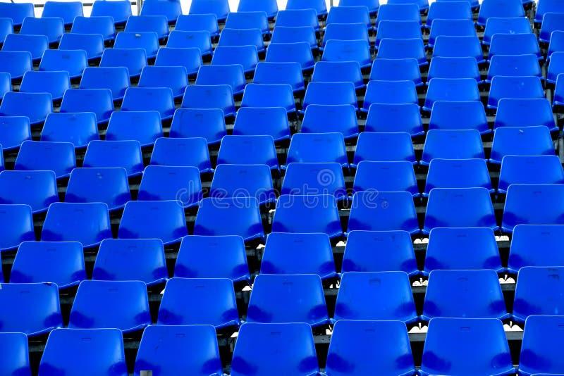 Stade provisoire de chaise bleue photo stock
