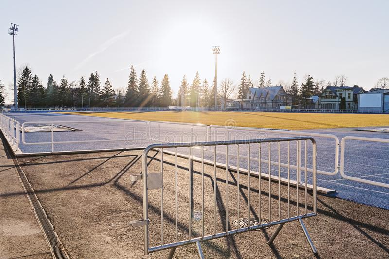 Stade vide de matin dans la lumière de début de la matinée photographie stock libre de droits