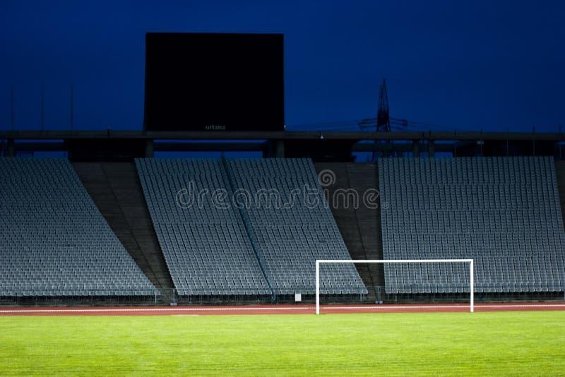Stade vide et le but image libre de droits
