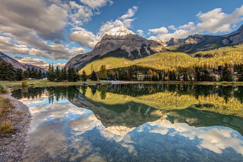 Staden av fältet i British Columbia royaltyfri foto