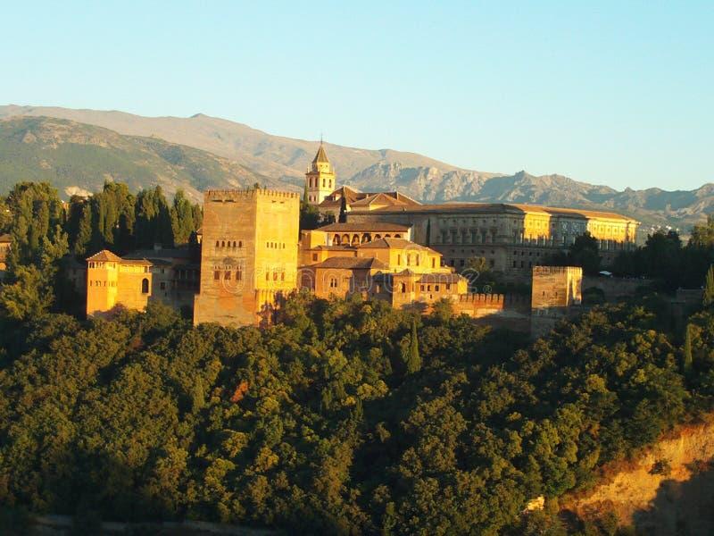 Staden av L Alhambra och dess unika solnedgång, Granada royaltyfria foton