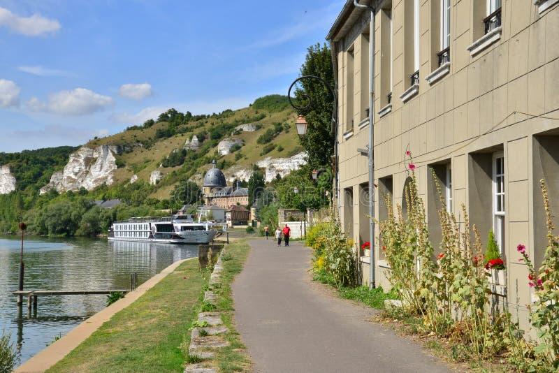 Staden av Les Andelys i normandie arkivfoton