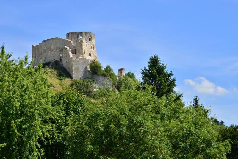 Staden av Les Andelys i normandie fotografering för bildbyråer