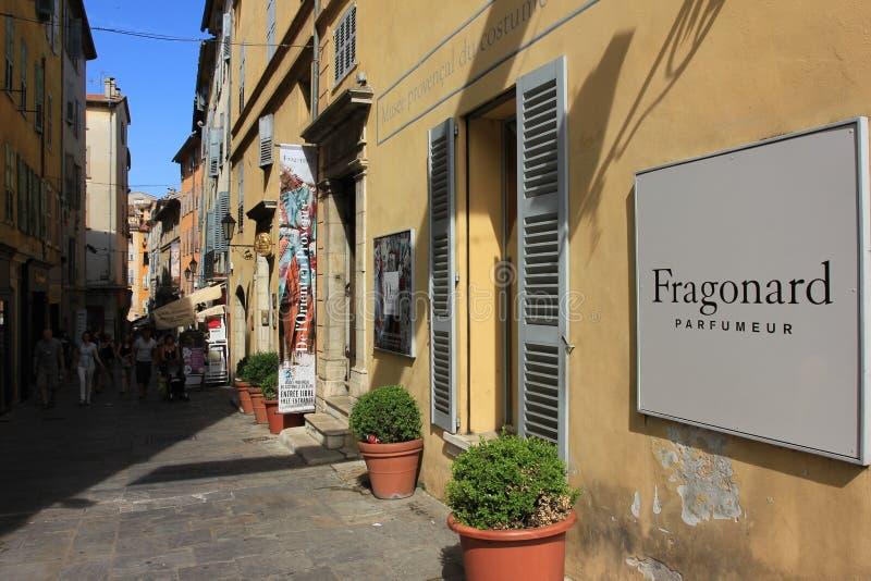 Staden av parfumen - turister i Grasse, Frankrike arkivfoto