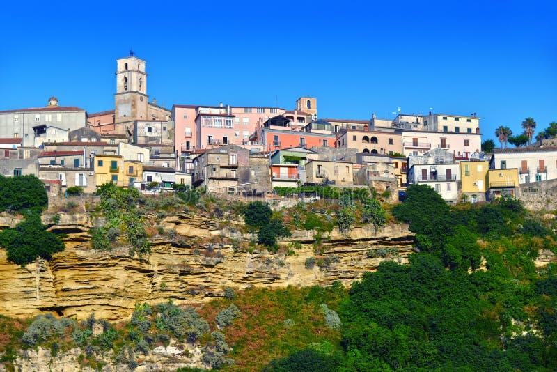 Staden av Santa Severina i landskapet av crotonen, Italien royaltyfri fotografi