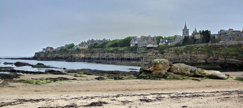 Staden av St Andrews som ses fr?n stranden royaltyfri fotografi