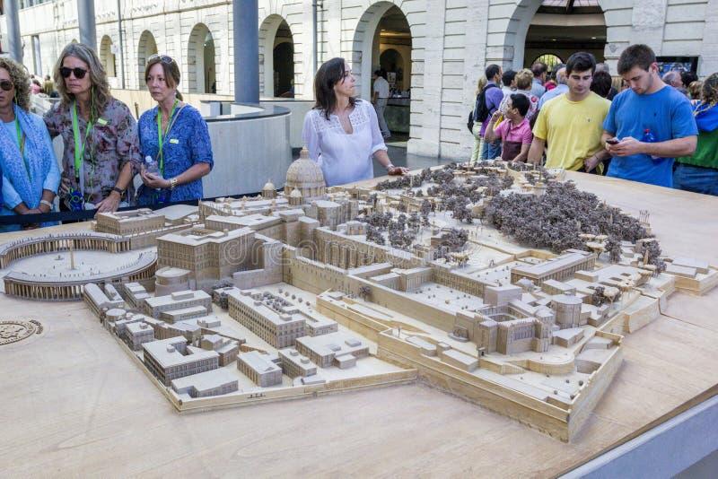 Staden av Vaticanen i miniatyr, den trämodel/orienteringen av staden är utsatt i Vaticanenmuseum arkivbilder