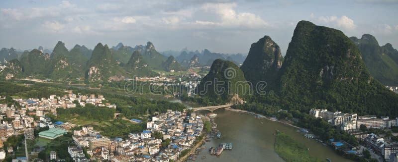 Staden av yangshuoen, guangxi landskap royaltyfria foton