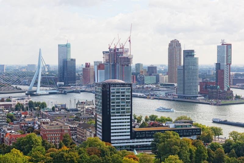 Staden beskådar Rotterdam royaltyfri fotografi