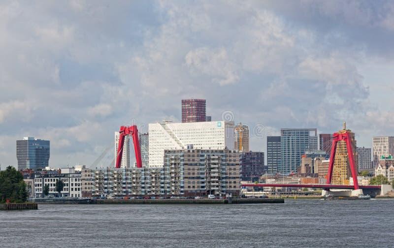 Staden beskådar Rotterdam arkivbild