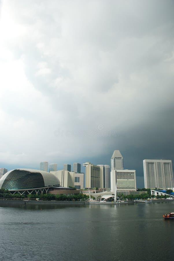 staden clouds singapore under arkivfoto