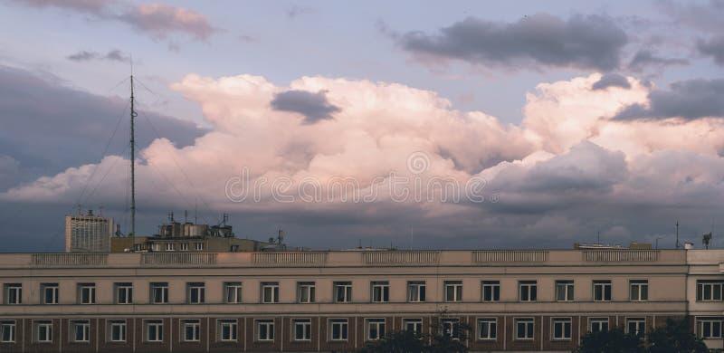 Staden fördunklar panorama royaltyfri foto