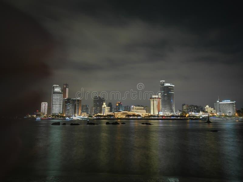 Staden på ¼ ŒXiaMen, Kina för night,The kust- cityï arkivfoto