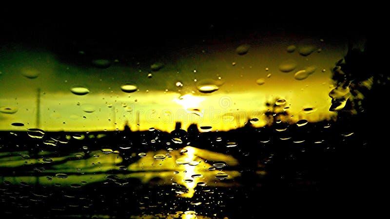 Staden regnar arkivfoton