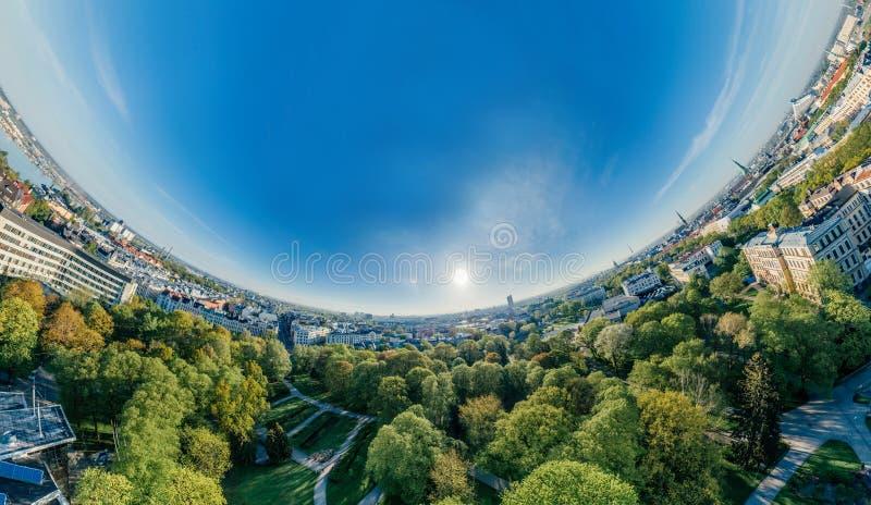 Staden Riga parkerar sikt för vr för surrsfär 360 arkivfoton