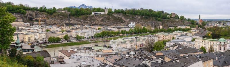 Staden Salzburg Panorama i Springtime arkivbild
