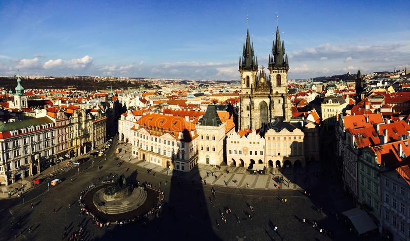 Staden som förbiser från Prague den astronomiska klockan i Praha, Tjeckien 2016 02 15 arkivbilder