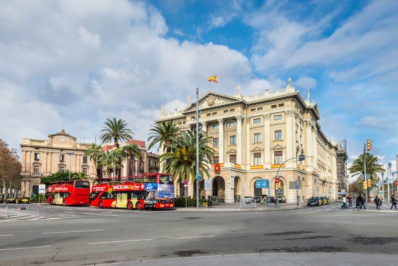 Staden turnerar sightbussen i Barcelona, Spanien arkivfoton