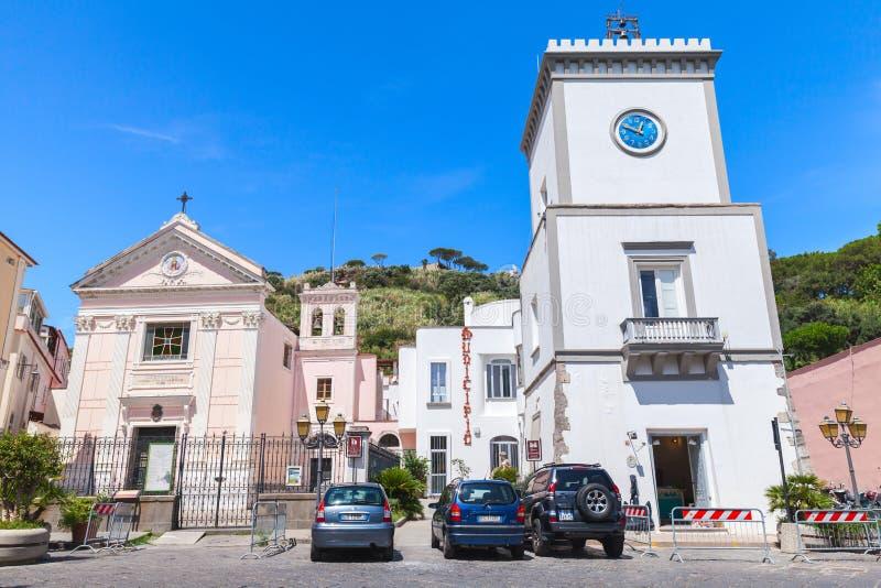 Stadfyrkant i Lacco Ameno, gatasikt Ischia royaltyfria bilder