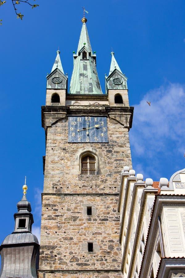 stadhall& x27; s-torn, Klatovy, Tjeckien royaltyfri fotografi