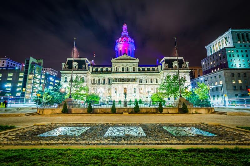 Stadhuis bij nacht, in Baltimore van de binnenstad, Maryland royalty-vrije stock foto