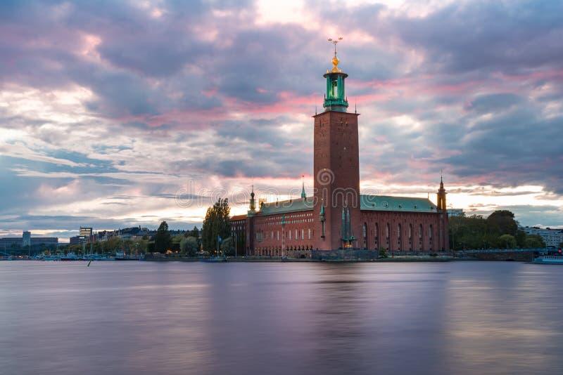 Stadhuis bij zonsondergang, Stockholm, Zweden stock fotografie