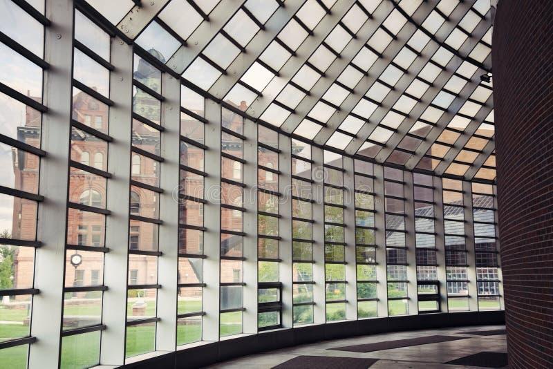 Stadhuis dat van Openbaar Centrum wordt gezien royalty-vrije stock fotografie