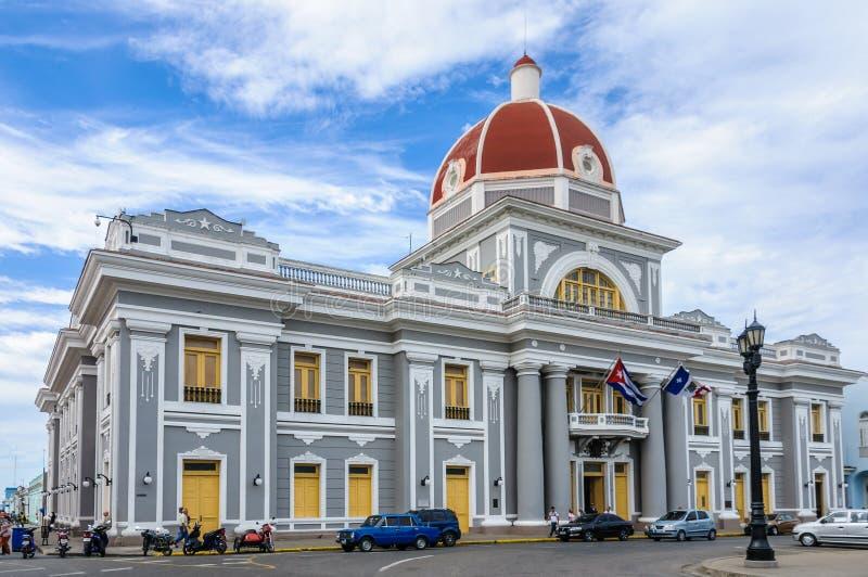 Stadhuis in Jose Marti Park in Cienfuegos, Cuba royalty-vrije stock fotografie