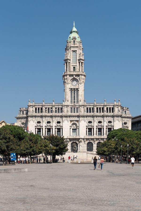 Stadhuis van Porto Portugal op zonnige dag stock foto's