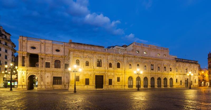 Stadhuis in vroege ochtend Sevilla stock afbeeldingen
