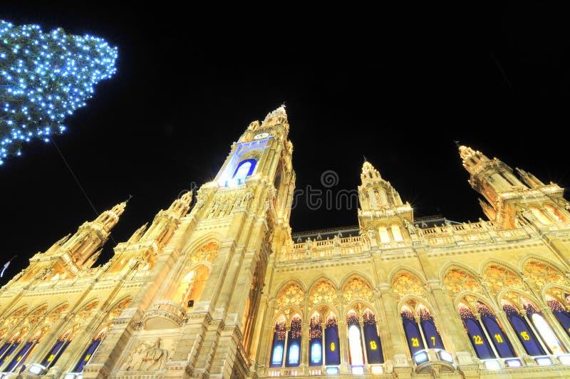 Stadhuis in Wenen in de tijd van Kerstmis royalty-vrije stock afbeeldingen
