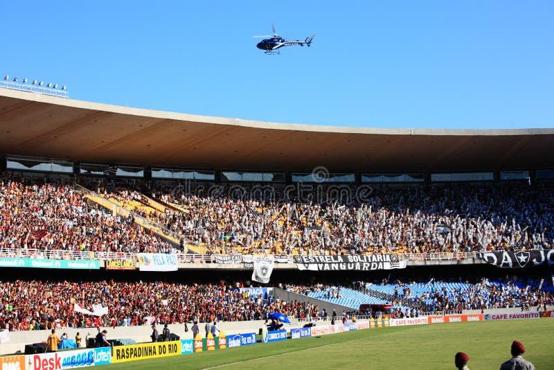 Stadio di maracana dei sostenitori di Flamengo Botafogo immagini stock