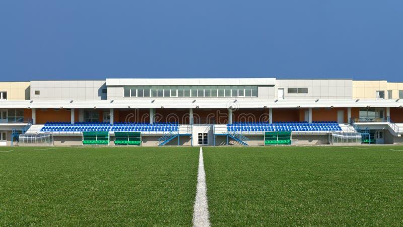 Stadio e campo da gioco della tribuna fotografia stock