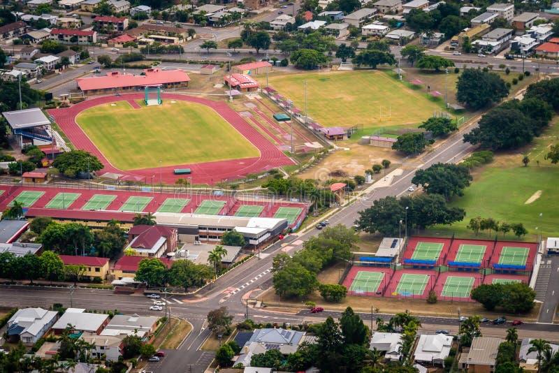 Stadion en tennisbanen van in Townsville, Australië hierboven wordt gezien dat stock foto