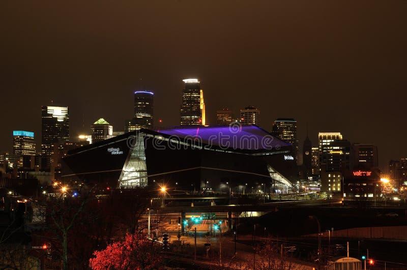 Stadion för Minnesota VikingsUSA-bank i Minneapolis på natten, plats av Super Bowl 52 royaltyfri fotografi